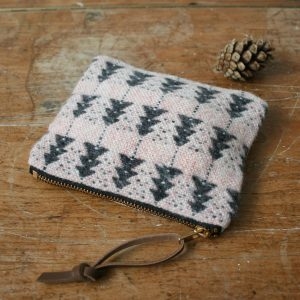Ely handwoven wooden purse by Olla Nua