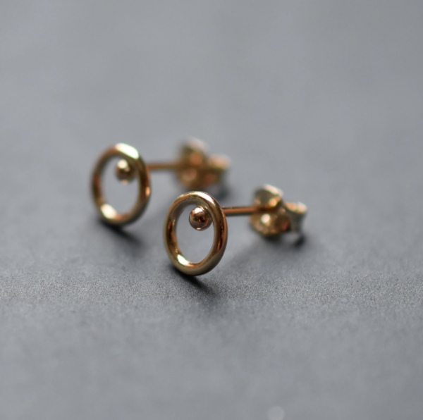 Gold sphere circle studs