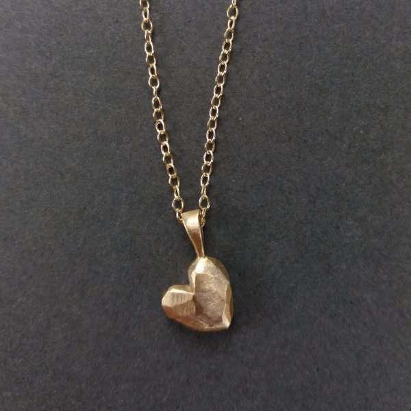 9ct gold heart pendant