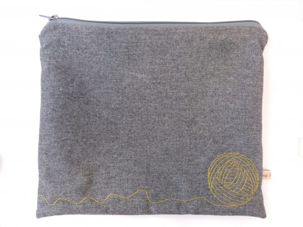 Textile pouch grey, ball of yarn embroidered, zip closure