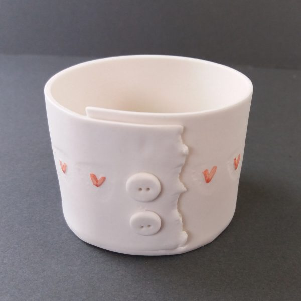 Porcelain tealight with heart decorations